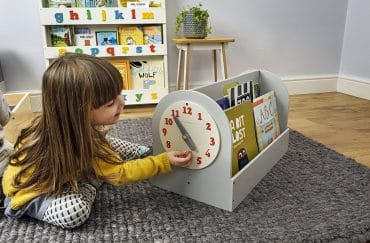 little girl trying to read time