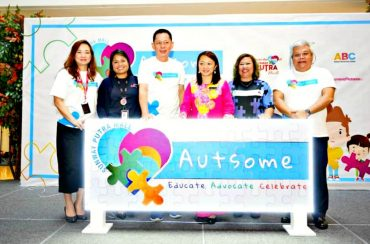 Sunway Putra Mall management, Deputy Minister of Women, Family and Community Development, Chairman of NASOM and Director of ABC launching the 'Autsome' campaign.