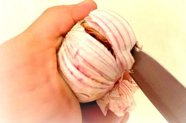 Food Hacks: 5 Secrets to Peeling Garlic